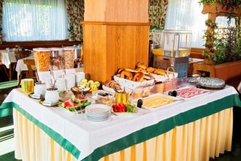 Frühstücksbuffet in der Waldrast